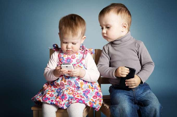 tecnologia-bambini-smartphone